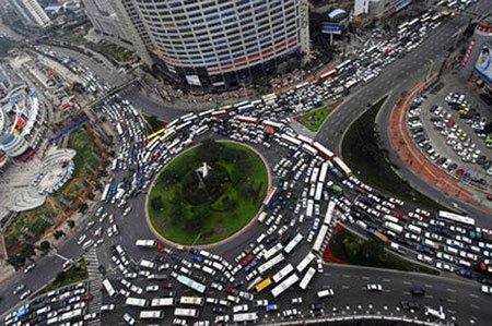 Китайцы стоят в пробке длинной 100 км уже 9 дней