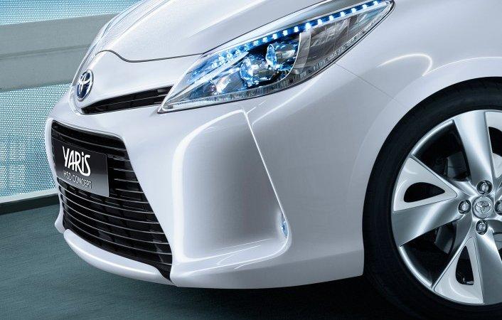 Тойота (Toyota) представит концепт гибридного Ярис (Yaris) на автосалоне в Женеве