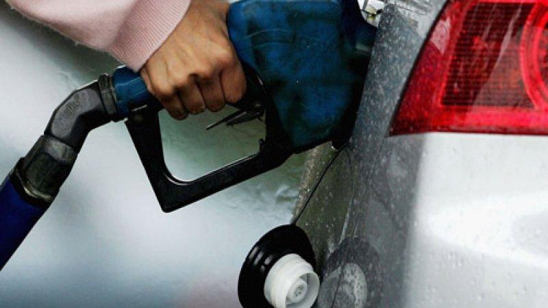 В России цены на бензин продолжают падать
