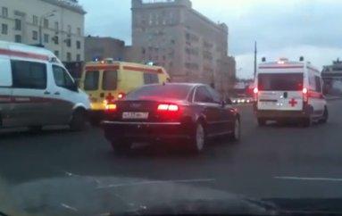 VIP-кортежи не пропускают даже автомобили «скорой помощи» с включенными спецсигналами