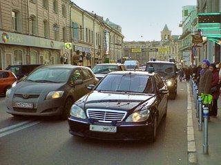 Глава пресс-службы президента злоупотребляет служебным авто