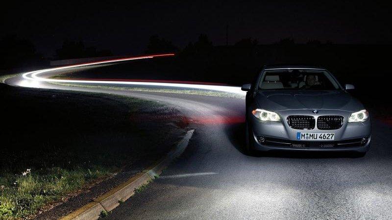 BMW на автобане: передайте руль автомобилю!