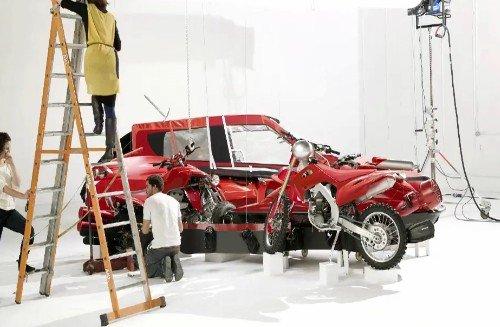 Nissan представляет новую рекламную кампанию JUKE