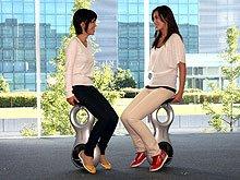 Новое изобретение Honda помогает человеку передвигаться во всех направлениях