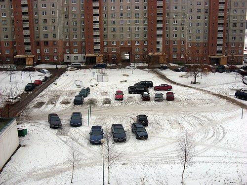 Власти хотят совсем запретить парковку во дворах