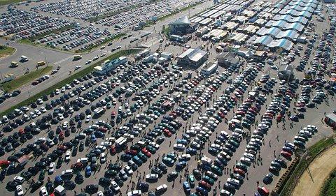 Продажи авто в России продолжают падать