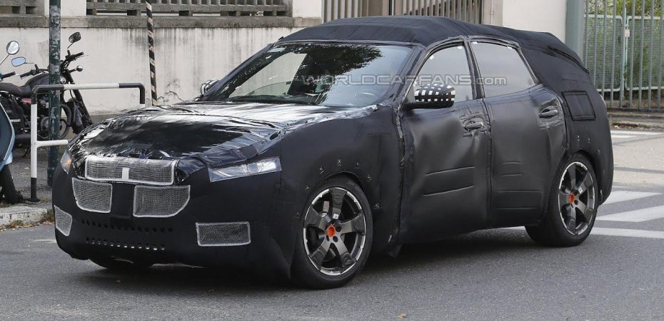Maserati Levante был замечен шпионами