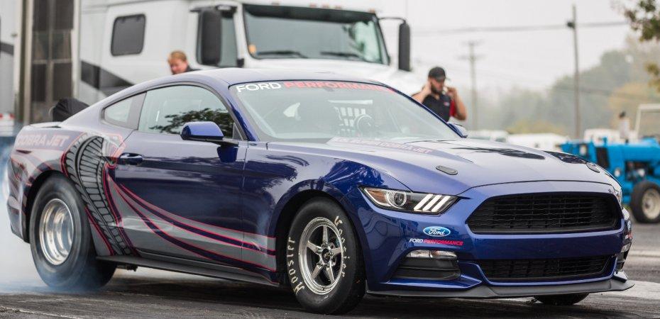 Мощный Ford Mustang на дыбах