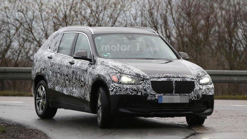 Гибридный BMW X1 на тестах