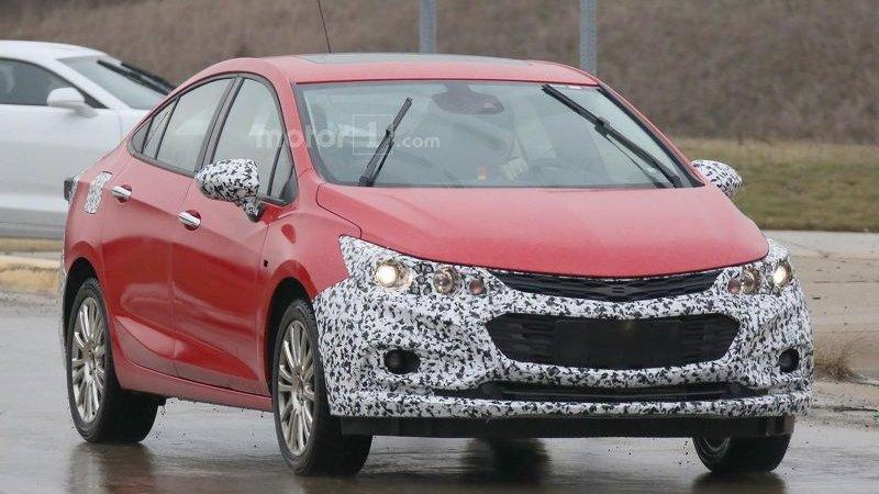 Гибридный Chevrolet Cruze на тестах
