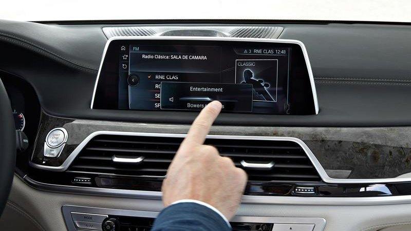 BMW X5 и X6 оснастят тачскринами