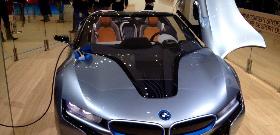 BMW i8 накинут «лошадей»