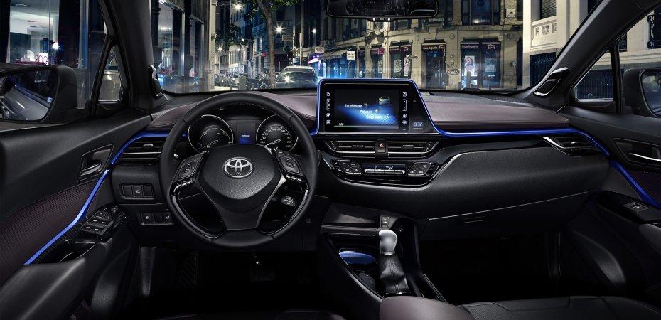 Первые фото Toyota C-HR