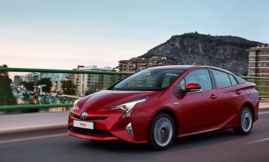 Toyota Prius поступила в продажу