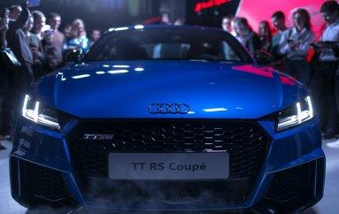 Audi TT RS мчит на всех парах