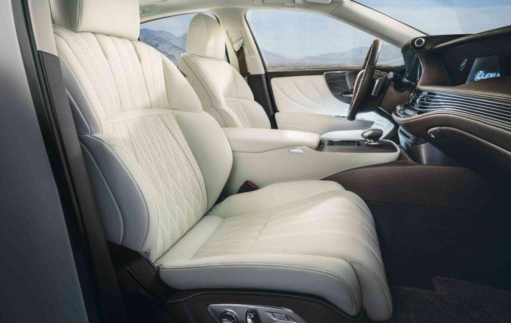 Лексус представил обновленный тип седана-флагманаLS