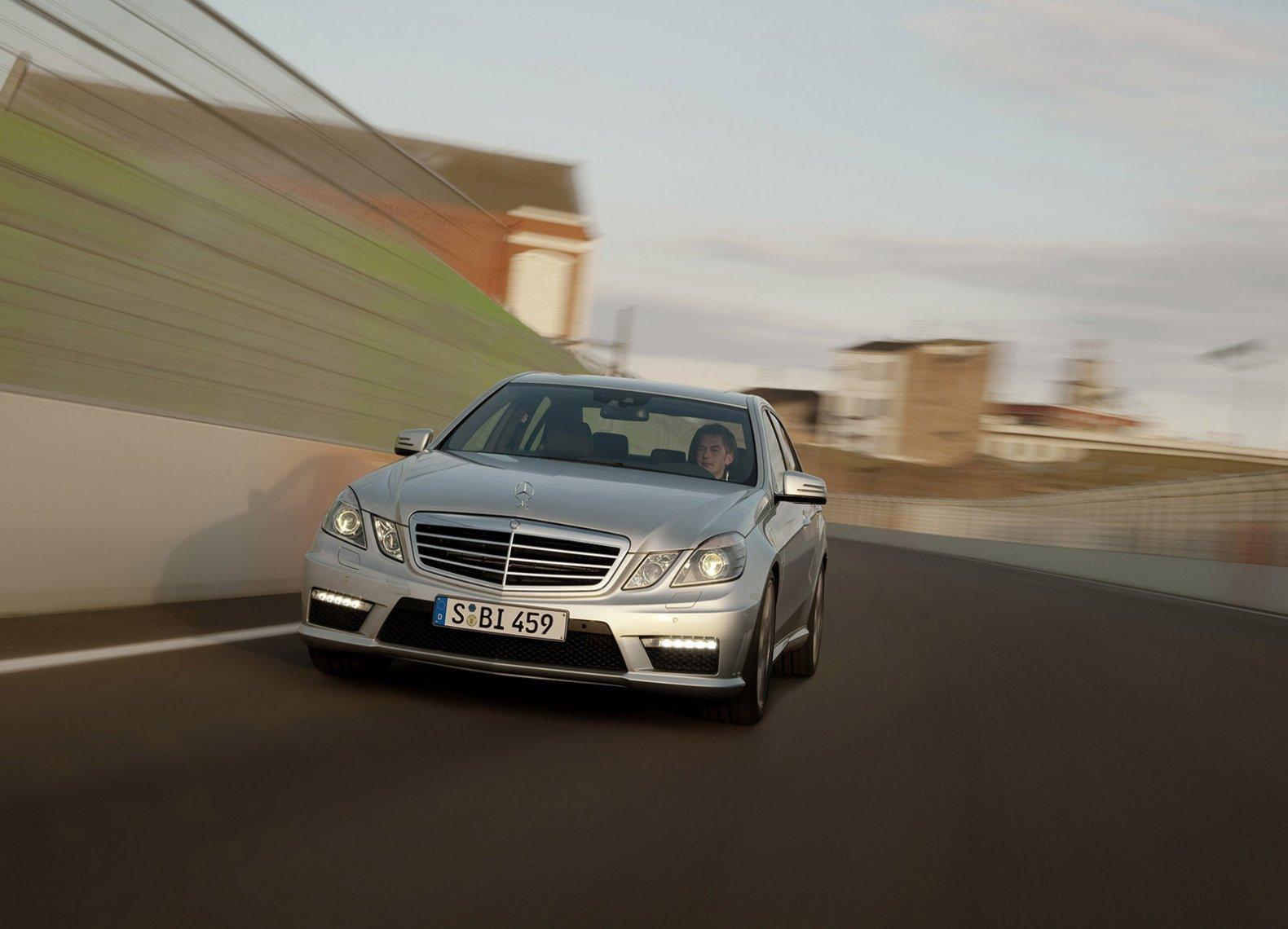 черный автомобиль Mercedes-Benz E-Class E63 скачать