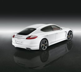 Porsche Panamera 4S Exclusive Middle East Edition